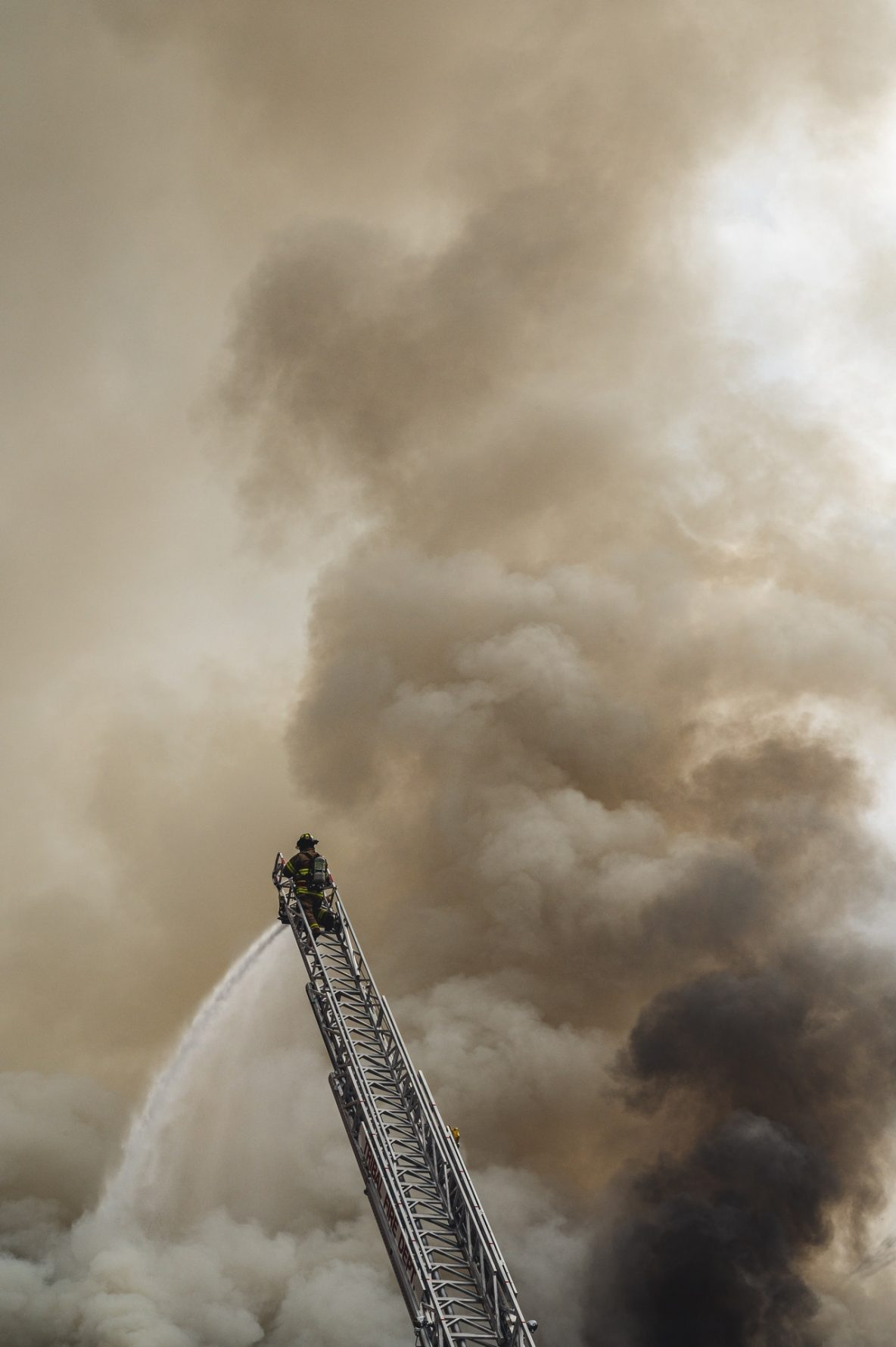 incendio humo extintores cruz
